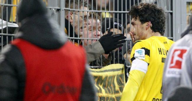 Dortmund taraftarı isyan bayrağını çekti