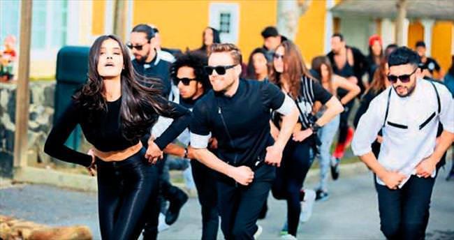 Klipte 100 dansçı rol aldı