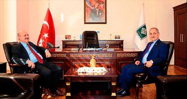 Davut Çuhadar'dan Başkan Kadir Kara'ya ziyaret