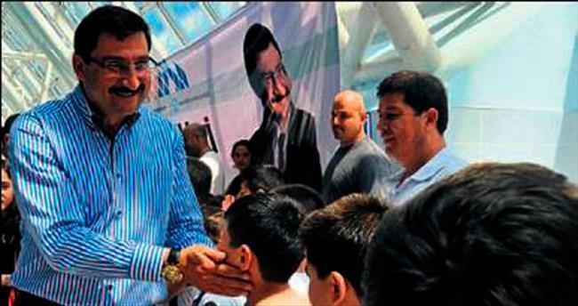 Mustafa Ak'tan çocuklara hediye