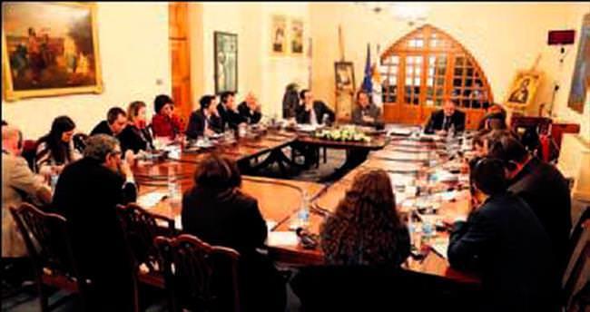 Kıbrıs'taki gazetecilere 'geçiş kolaylığı' sözü