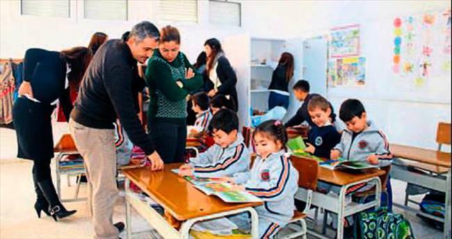 YDÜ öğrencilerinden ilkokula kitap bağışı