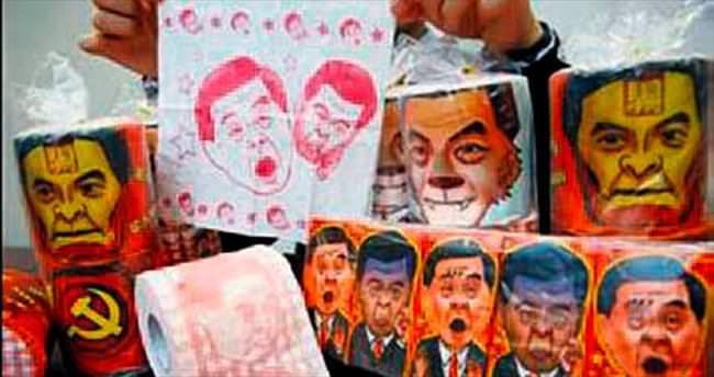 Lider fotolu tuvalet kâğıtlarını topladılar