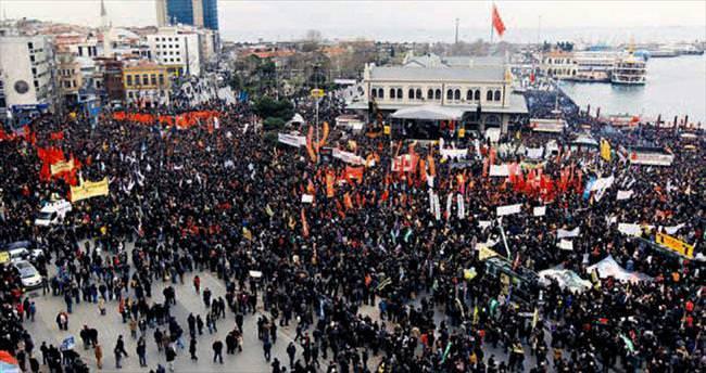 Aleviler 'çok kimlikli Türkiye' için alanda