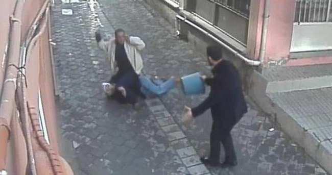 Sokak ortasında karısını bıçakladı