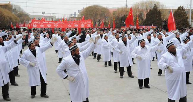 Çin'de imamlar zorla dans ettirildi