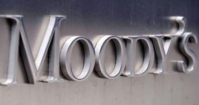 Moody's'den Yunan bankalarına not indirimi