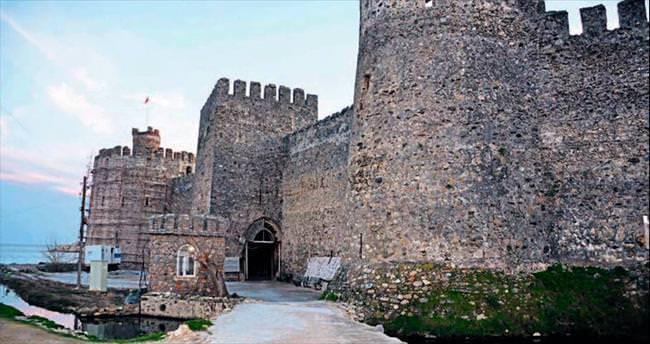 Tarihi kalenin topu çalındı