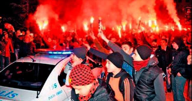 19 Galatasaraylı izledi