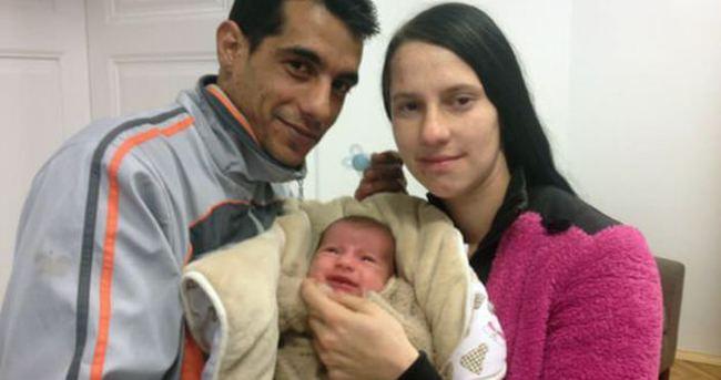 Yılın ilk bebeği Macaristan'ı böldü