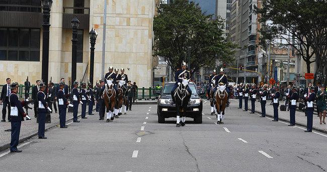 Cumhurbaşkanı Erdoğan Kolombiya'da askeri törenle karşılandı