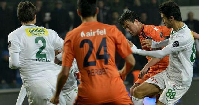Bursaspor -  İstanbul Başakşehir maçı hangi kanalda saat kaçta?