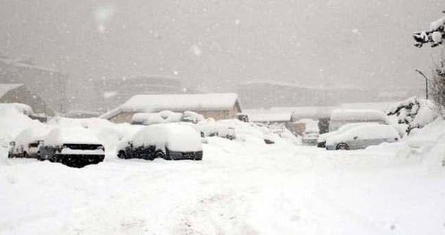 İstanbul'da kar etkisini artırıyor
