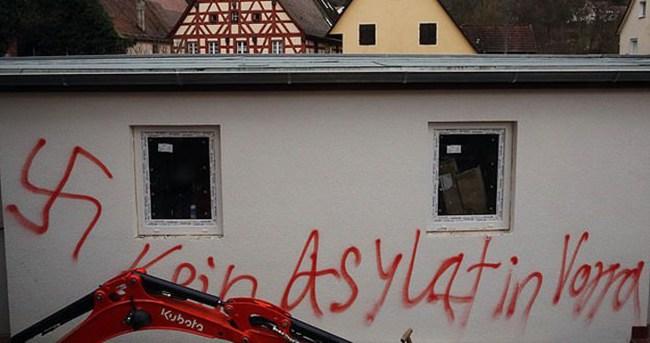 Almanya'da mülteci yurtlarına saldırılar