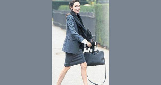 Angelina Jolie'nin bacakları kürdana döndü
