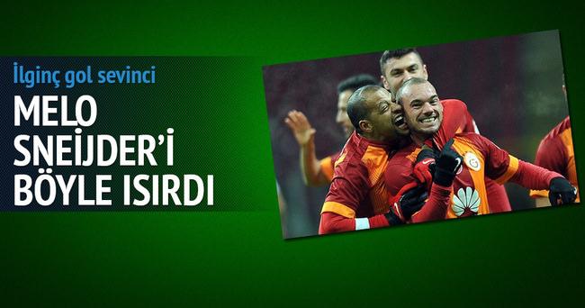 Melo Sneijder'i ısırdı!