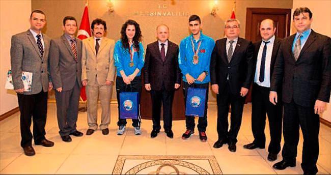 Engelli sporculara Mersin Valisi Çakacak'tan ödül