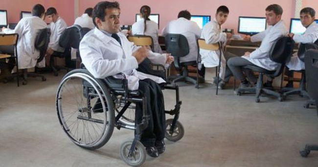 MEB, 300 engelli öğretmen alacak