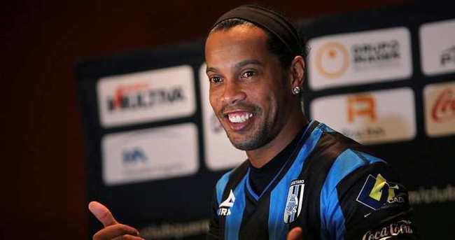 Ronaldinho, Angola'ya transfer oluyor
