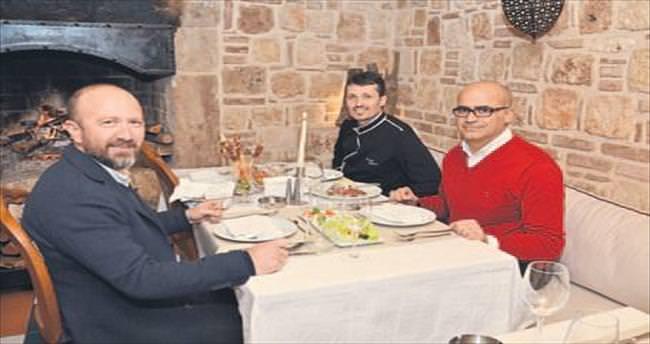 Aziz SERÇE: 'Aşk ile aş'ın serüveni; Patio'da sevgili ile yemek