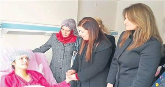 Bıçaklanan kadına AK Parti'den destek