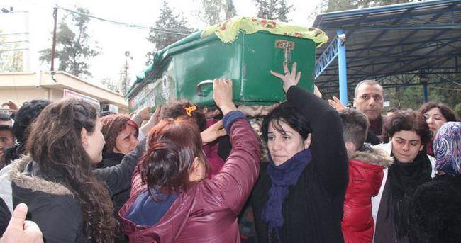 Özgecan Aslan'ın cenazesinde tabutunu kadınlar taşıdı