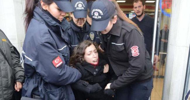 Taksim'de kadınlara gözaltı