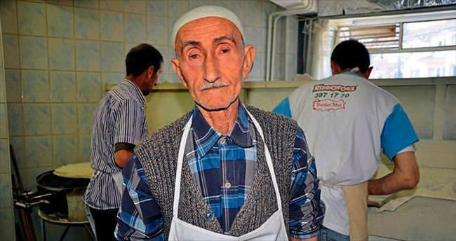 Yufkacı Mehmet Dede zamana direniyor