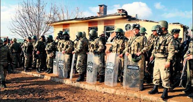 Köyde tezek savaşı: 2 ölü