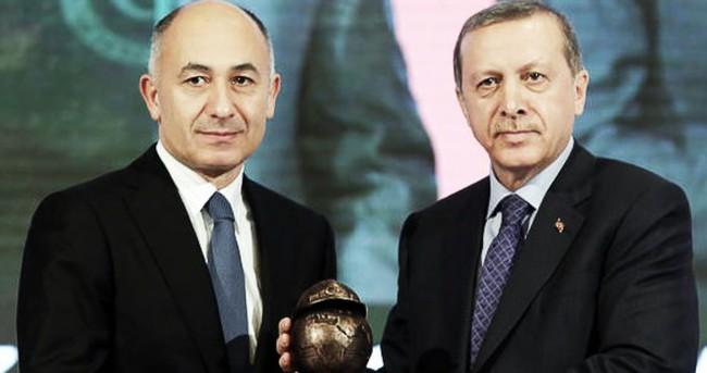 Cumhurbaşkanı Erdoğan, Erman Ilıcak'a ödül verdi