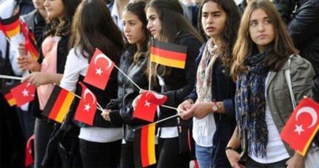 Almanya Türk diasporasını tehdit olarak algılıyor