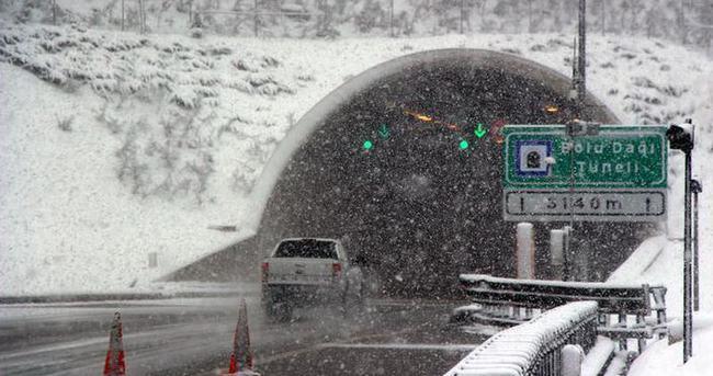 Bolu Dağı'nda yoğun kar yağışı ulaşımı etkiliyor