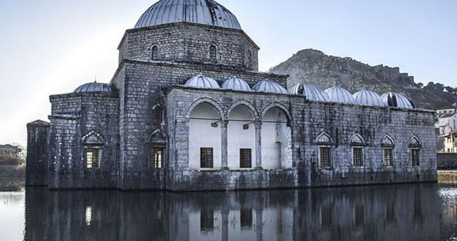 TİKA Arnavutluk'ta cami restore ediyor