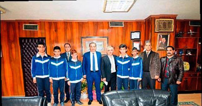 Şampiyon takım Öztürk'ü ziyaret etti