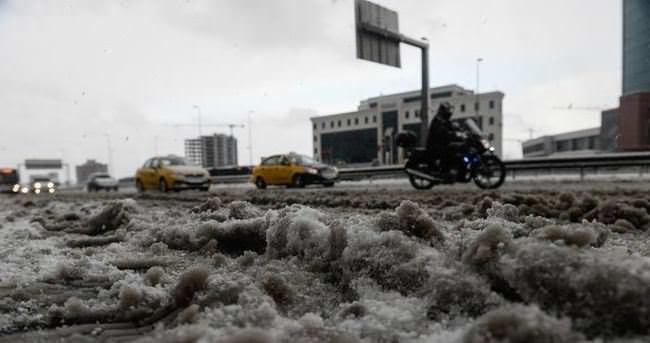 İstanbul'da kar kalınlığı 60 cm'ye ulaştı