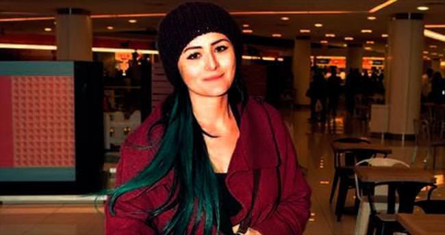 Yeşile boyalı saçlar