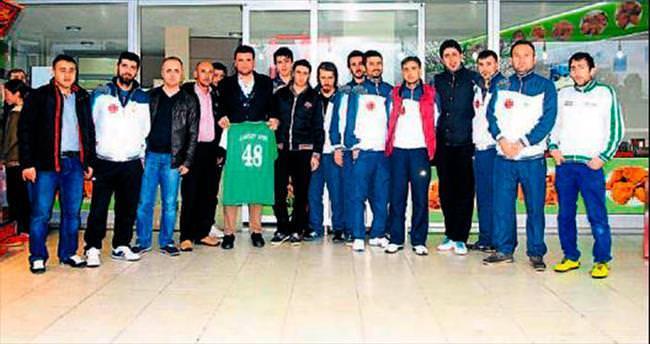 AK Gençler'den destek