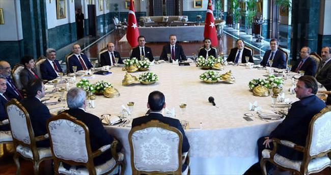 Erdoğan, Cumhurbaşkanlığı Sarayı'nda akademisyenlerle buluştu