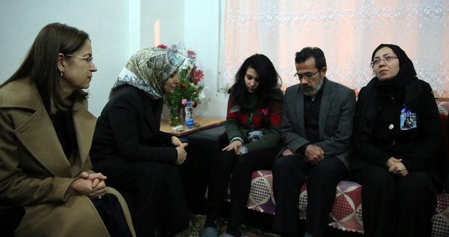 Sare Davutoğlu'dan Özgecan'ın ailesine ziyaret