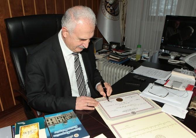Atatürk Üniversitesi'nde Yeni Tasarım Diplomalar
