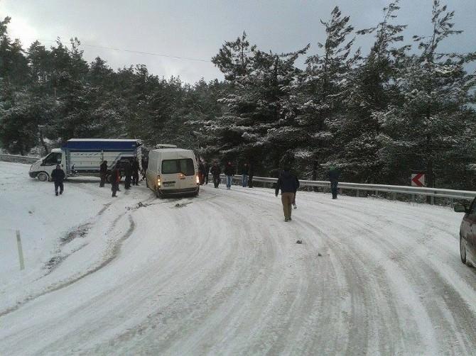 Bursa'nın Dağ İlçelerinde Kar Esareti