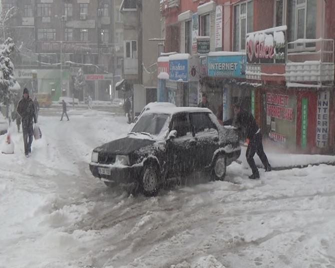 Bursa'da Kar Hayatı Felç Etti
