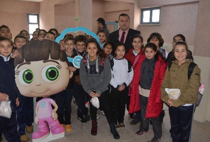 Mersin'de Enerji Çocuk Naz Tiyatrosu Gösterisi Yapıldı