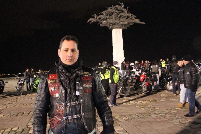 İzmir'de Motorcular Özgecan İçin Toplandı