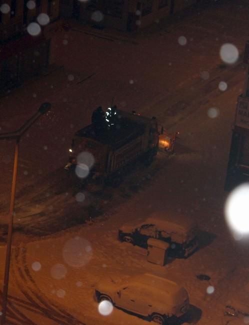 Kayseri'de Kar Etkili Oluyor