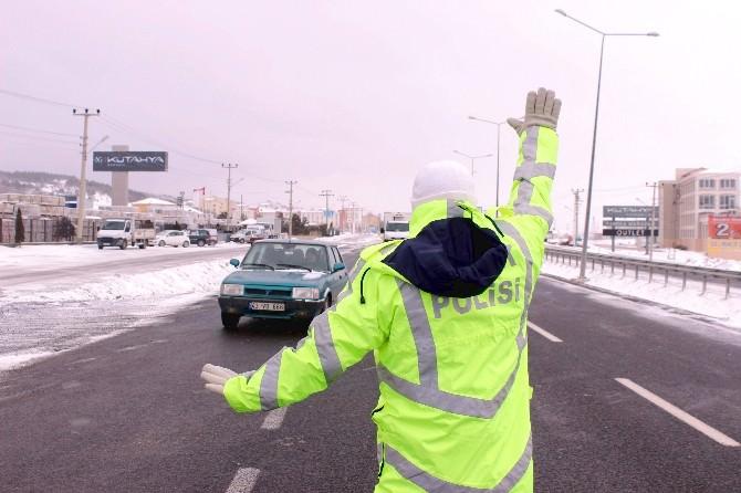 Kütahya'da Kar Ve Tipi Ulaşımı Aksattı