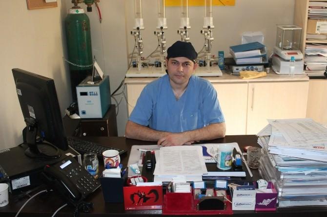NKÜ Kalp Damar Cerrahisi Doç. Dr. Özcan Gür: Damar Tıkanıklığı Hastalarına Ameliyatsız 'Aterektomi' Yöntemi Uyguluyoruz