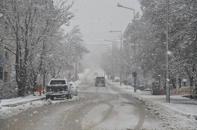 Tunceli'de Kar Yağışı Hayatı Olumsuz Etkiliyor