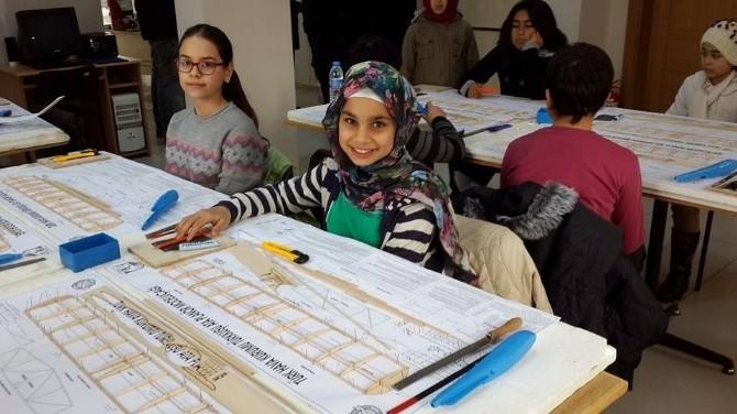 Yozgat'ta Öğrenciler Model Uçak Yapmayı Öğrendi