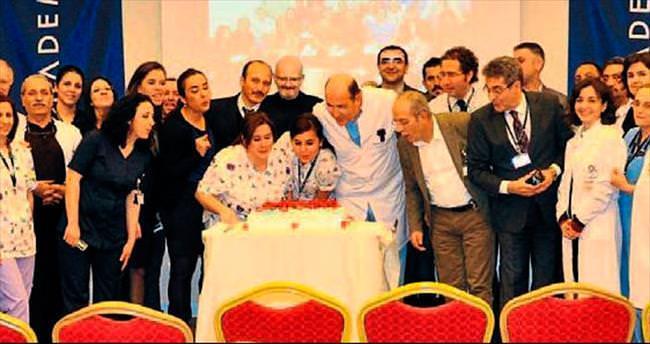 Acıbadem yeni yaşını pasta keserek kutladı